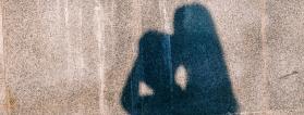 sombras sobre un muro de 2 personas