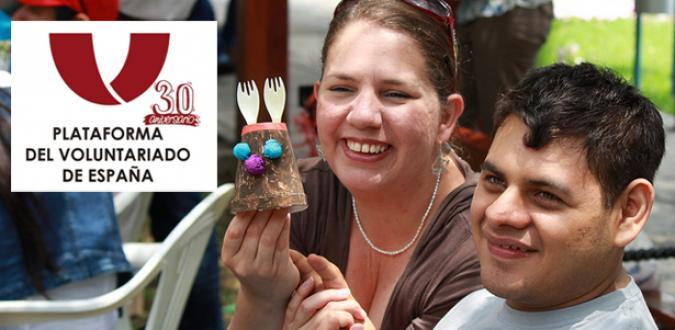 Voluntaria con una persona con discapacidad intelectual en Perú