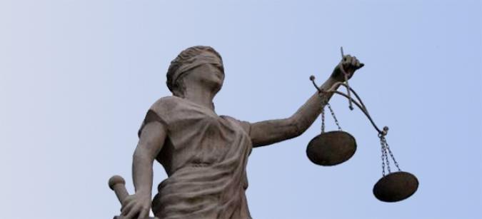 Foto de una escultura alegórica de la Justicia