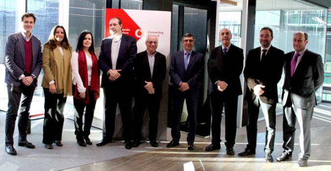 """Representantes de Vodafone España, Fundación Vodafone España y las organizaciones participantes en """"Conectados por la accesibilidad"""" tras la firma del convenio"""