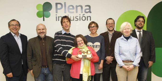 Foto de familia en la entrega del premio a Plena inclusión