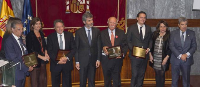 Foto de familias a los premiados