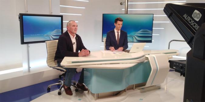 Pedro Calcerón entrevistado en la televisión de Extremadura
