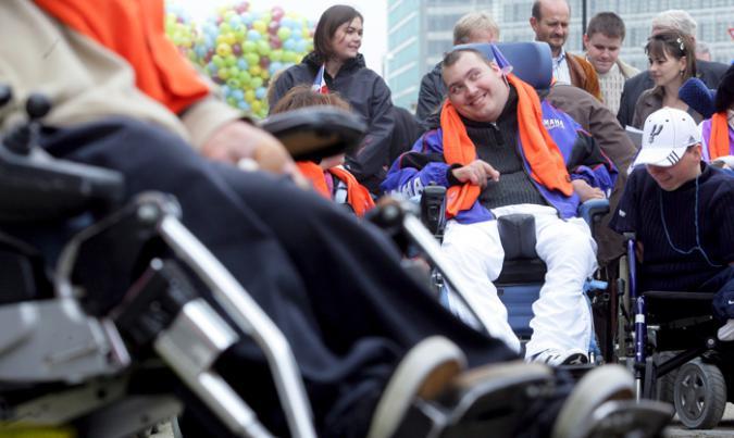 Persona con grandes necesidades de apoyo frente al parlamento europeo