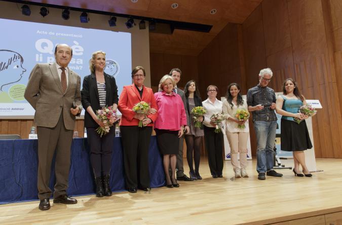 Foto de familia de la presentación del libro