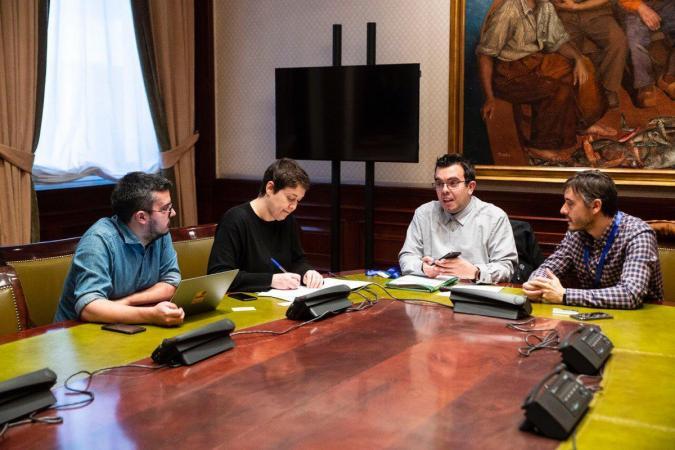 David, Teresa, Antonio Hinojosa y Fermín Núñez charlan