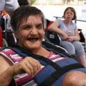 Mujer mayor con discapacidad intelectual