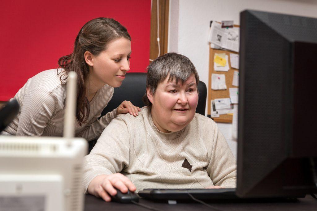 Ir a : ¿Qué diferencia hay entre una asistente personal y una preparadora laboral?