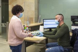 Trabajadora con discapacidad en la agencia tributaria