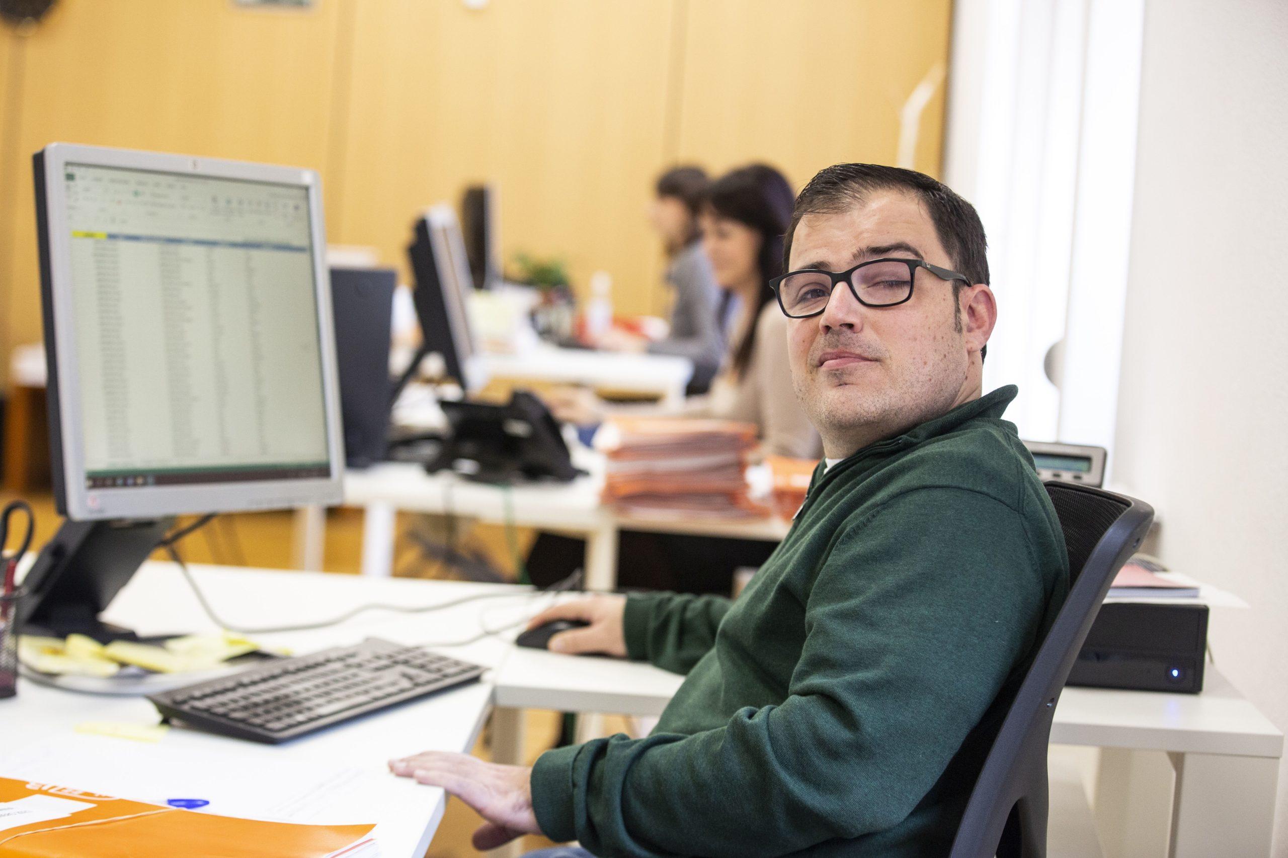 Ir a : Descarga la guía en lectura fácil de la convocatoria de empleo público para personas con discapacidad intelectual